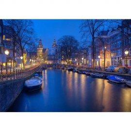 Plakatas Amsterdamas naktyje