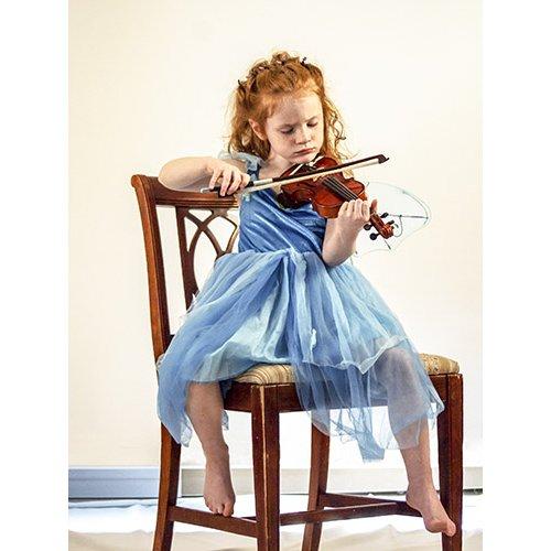 Plakatas Mergaitė groja smuiku
