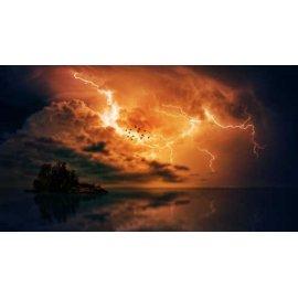Fototapetas Žaibo nušviestas dangus vandenyno gilumoje