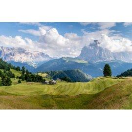 Fototapetas Sodyba nuostabių lygumų ir kalnų fone - 002