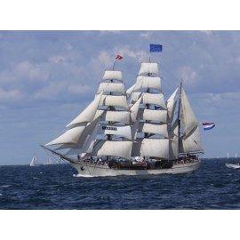 Fototapetas Laivas plaukiantis jūroje